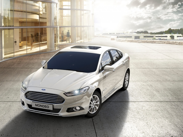 FORD MONDEO VIGNALE SALOON 2.0 Hybrid 4dr Auto